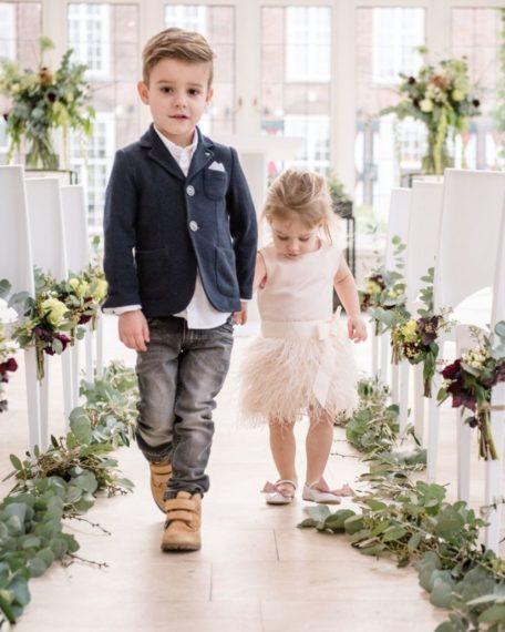 bruidsmeisje kinderbruidsmode verenjurkje veertjes veren meisje feestjurkje roze zachtroze lichtroze maat 74 80 86 92 98 104 110 116 122 128 134 140 146 152