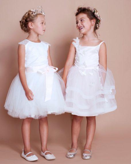 kinderbruidsmode jurk kant tule ivoor gebroken wit off white bruidsmeisjes jurkje jurk jurken kind meisje meisjes kinderen bruidsmeisjesjurkje Kinderbruidsjurkje verenjurk so cute! kinderbruidsmode meisje feestjurkje