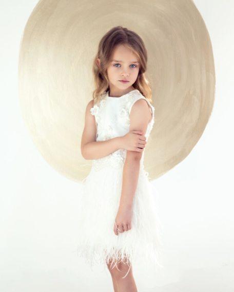 ivoor jurk bruidsmeisje veren veertjes verenjurk bruidmeisje communiejurk ivoor wit pluimpjes pluimenjurk