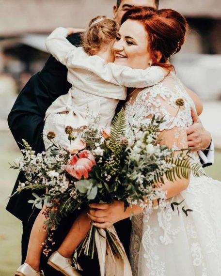 Romy champagne bruidmeisjes jurkje jurken trouwen kind meisje kinderkleding