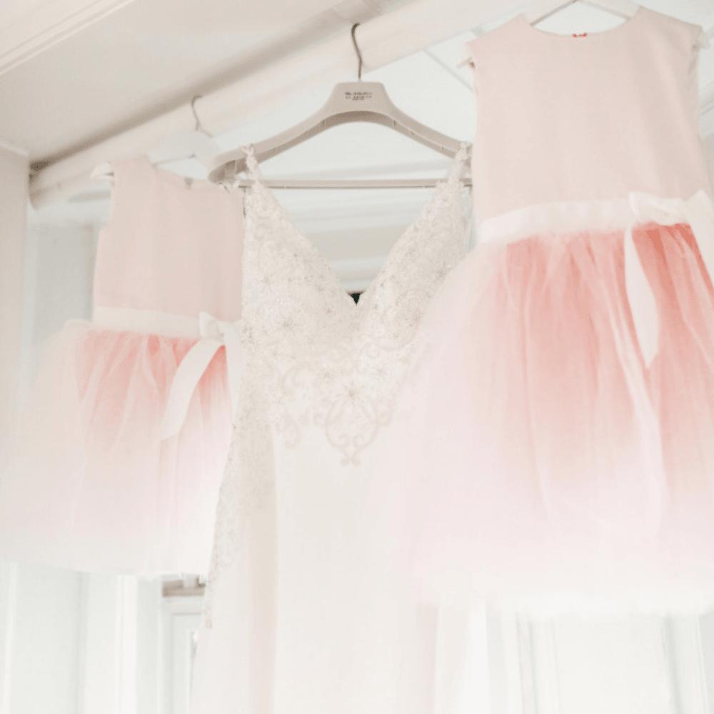 bruidsmeisjes jurkje Kinderbruidsjurkje kinderbruidsmode meisje roze zachtroze tule satijn  communie communiekleding communiejurk bolero webwinkel jurk Mila