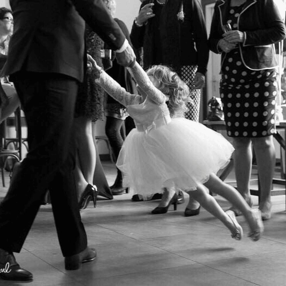 bruidsmeisjes jurkje tule jurk jurken kind meisje meisjes ivoor  kinderen kant bruidsmeisjesjurkje jurk Mila Kinderbruidsjurkje verenjurk so cute! kinderbruidsmode meisje feestjurkje
