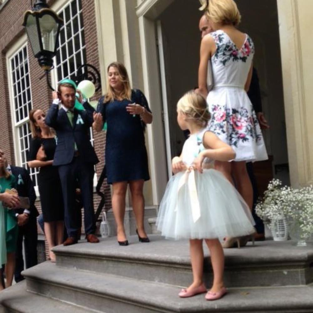 bruidsmeisjes jurkje tule jurk jurken kind meisje meisjes roze grijs lichtgrijs kinderen bruidsmeisjesjurkje jurk Mila Kinderbruidsjurkje verenjurk so cute! kinderbruidsmode meisje feestjurkje
