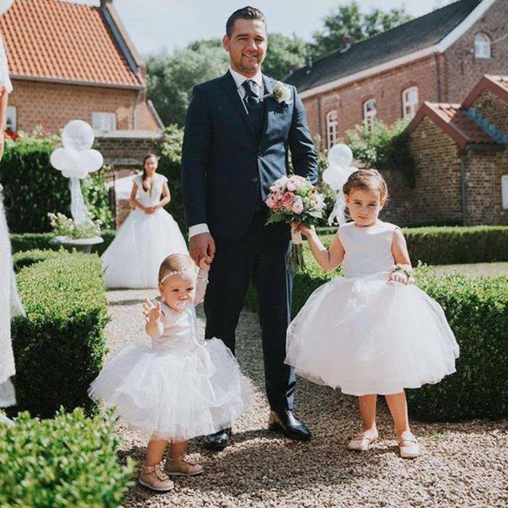 bruidsmeisjes jurkje jurk jurken kind meisje meisjes roze lichtroze zachtroze kinderen bruidsmeisjesjurkje Kinderbruidsjurkje verenjurk so cute! kinderbruidsmode meisje feestjurkje
