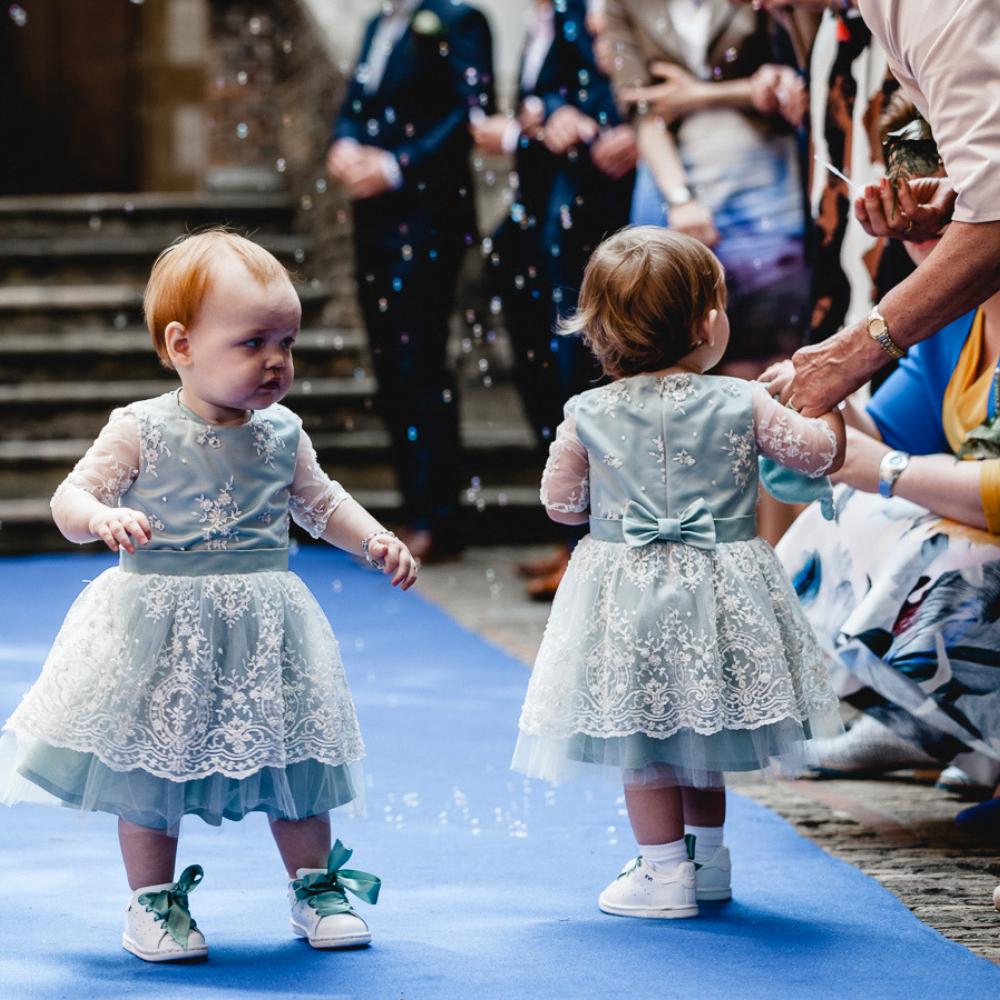 bruidsmeisjes jurkje jurk jurken kind meisje meisjes kinderen bruidsmeisjesjurkje Kinderbruidsjurkje verenjurk so cute! kinderbruidsmode meisje feestjurkje groen kant oudgroen
