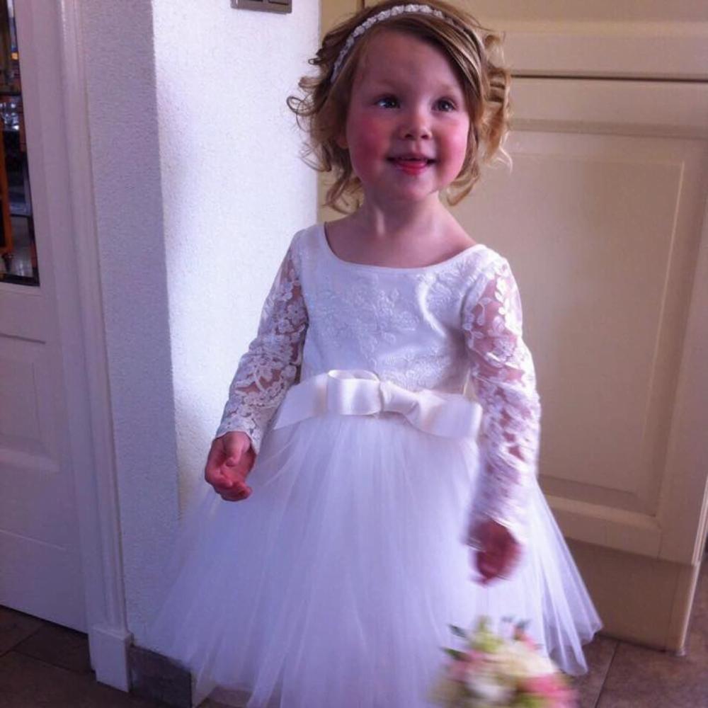 bruidsmeisjes jurkje jurk jurken kind meisje meisjes kinderen bruidsmeisjesjurkje Kinderbruidsjurkje verenjurk so cute! kinderbruidsmode meisje feestjurkje ivoor wit gebroken wit kant