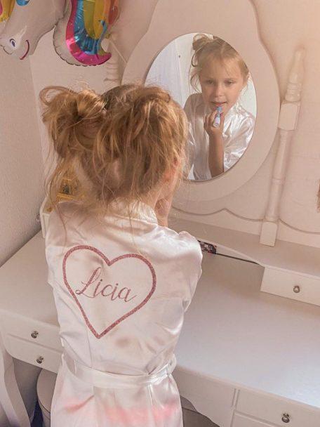 Badjasje met naam voor kinderen gepersonaliseerd