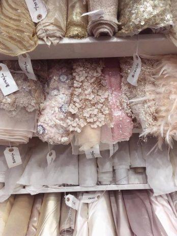 Bruidsmeisjes jurkje naar wens communiekleed laten ontwerpen