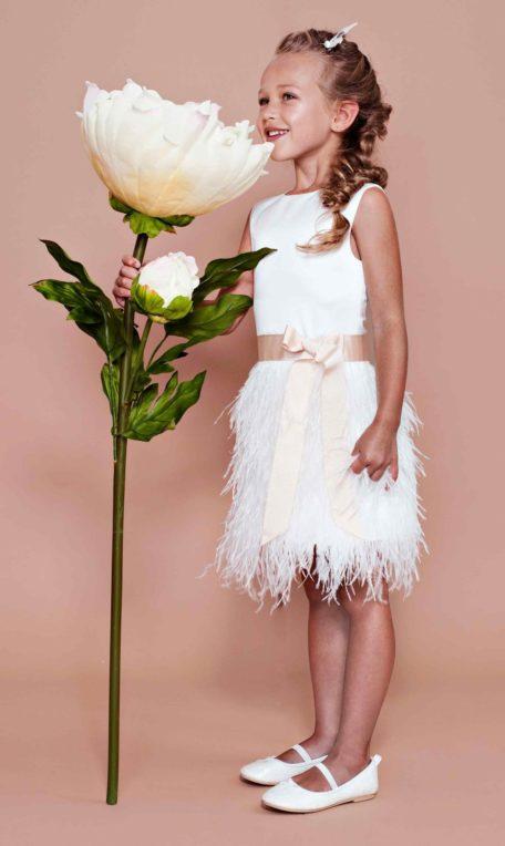 kleed met pluimen voor bruidsmeisjes