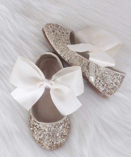 Bruidsmeisjes schoentjes goudkleur met glitters en strik ballerina