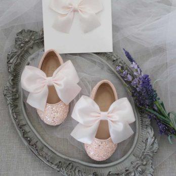 Lichtroze glitter schoenen voor meisjes met satijnen strik