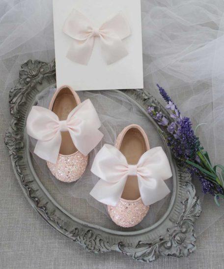 Roze schoenen voor meisjes met bijpassende haarstrik lichtroze glitter schoen kind