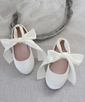 Schoenen voor meisjes van satijn met lint – Ivoor