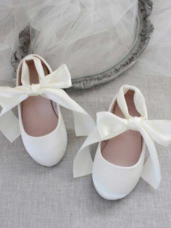 Schoenen voor meisjes van satijn met lint – Crème