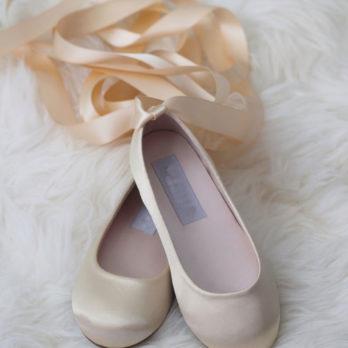 Schoenen voor meisjes van satijn met lang lint – Champagne
