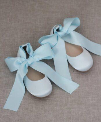 Schoenen voor meisjes van satijn met lint – Lichtblauw