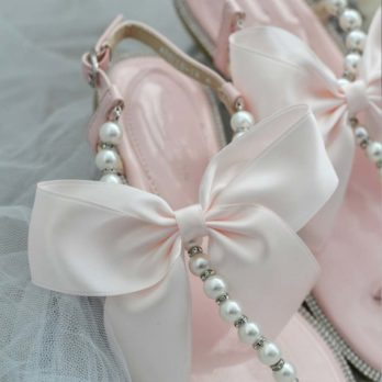 Slippers voor dames met parels en strik – Lichtroze