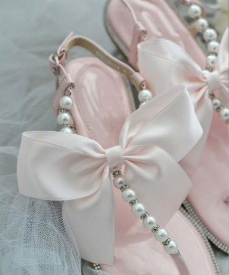 Slippers voor meisjes lichtroze met parels en strik