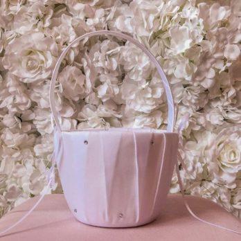 Bloemblaadjes mandje voor bruiloft