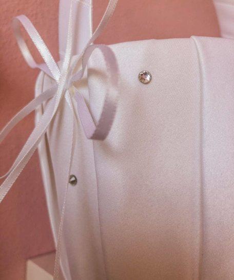 Bloemenmandje wit ivoor satijn bruidmeisje