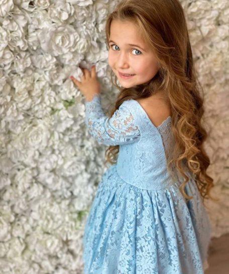 Exclusief jurkjes jurkje kleedje kindermaat kinderkleding meisjes lichtblauw met kant en mouwen.JPG