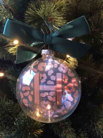Kerstbal met panterprint en letter