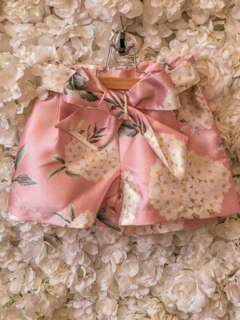 Satijnen short met bloemen – roze
